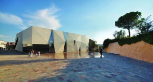 Sports Hall and Public Square in Krk / Turato Architects 2013