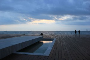 02_-Marble-tank-in-wooden-deck_--ph_-Nikiforidis